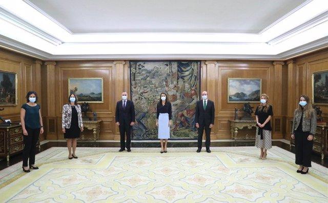 La Reina Letizia recibe a representantes de la Cátedra Mujeres STEM
