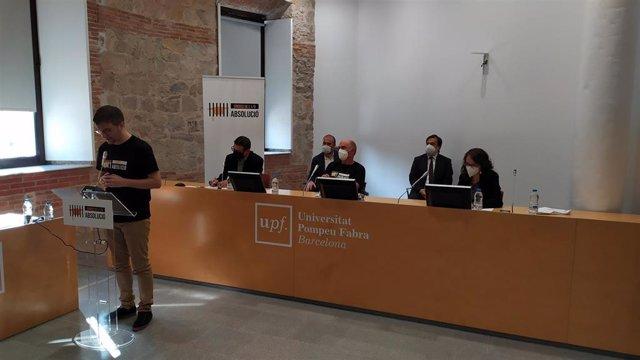 Presentació de la campanya de suport als membres de la Sindicatura Electoral de el 1-O en la UPF, amb la presència d'estudiants, docents i el músic Lluís Llach. Barcelona, el 30 de setembre de 2020.