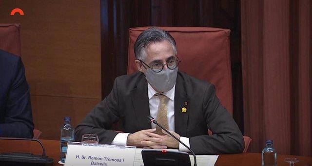 El conseller d'empresa i Coneixement, Ramón Tremosa, durant la seva compareixença en la Comissió d'empresa i Coneixement del Parlament.