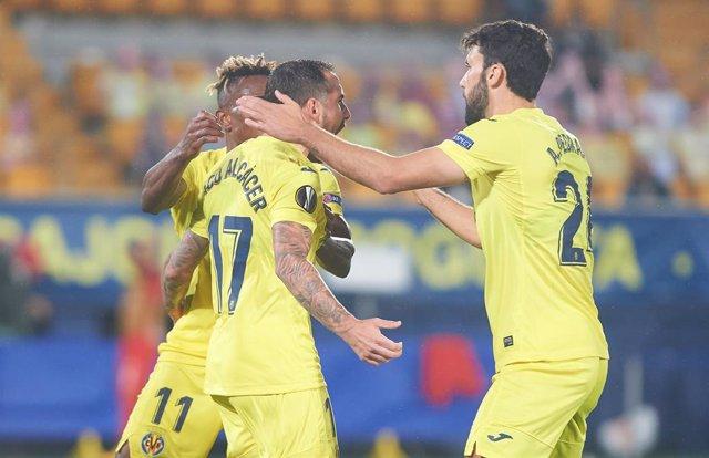 Villarreal player celebrates the goal of Paco Alcacer during the Europa League Group I mach between Villarreal and Sivasspor at Estadio de la Ceramica, on October 22, 2020 in Vila-real Spain