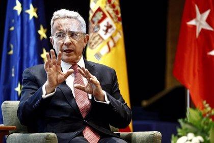 La Fiscalía de Colombia ratificará la acusación de soborno contra el abogado del expresidente Uribe