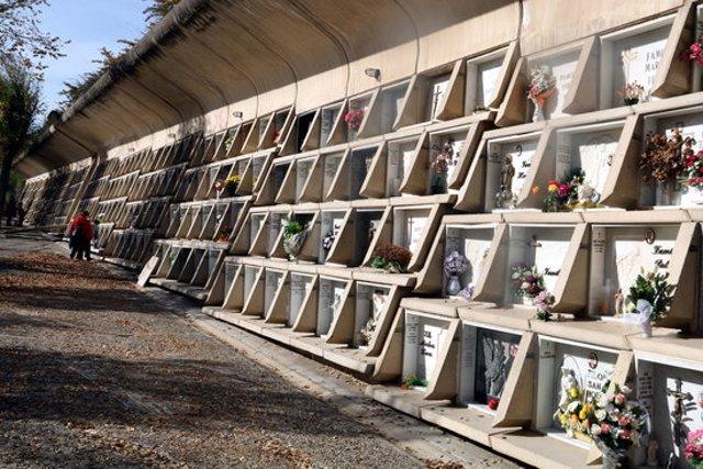 Pla obert del Cementiri Nou d'Igualada, obra d'Enric Miralles i Carme Pinós. Imatge presa el 29 d'octubre de 2020. (Horitzontal)