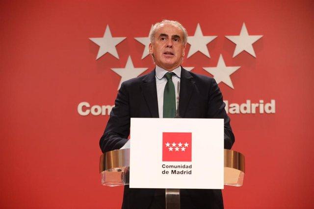 El consejero de Sanidad de la Comunidad de Madrid, Enrique Ruiz Escudero, durante su comparecencia en rueda de prensa ante los medios para informar de nuevas medidas en la región debido a la crisis sanitaria del Covid-19.
