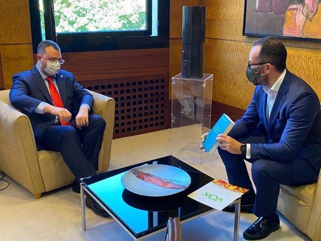 El presidente del Principado, Adrián Barbón durante la reunión mantenida con el presidente de Vox, Ignacio Blanco.