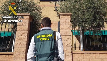 Cuatro personas detenidas por un robo con violencia en un establecimiento comercial de Camuñas