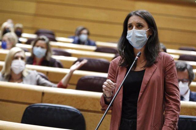 La ministra de Igualdad, Irene Montero, interviene durante una sesión de control al Gobierno en el Senado, a 20 de octubre de 2020.