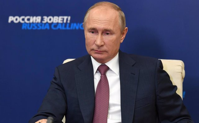 "HANDOUT - 29 October 2020, Russia, Novo-Ogaryovo: Russian President Vladimir Putin attends a plenary session of the 12th VTB Capital Investment Forum ""Russia is Calling!"". Photo: -/Kremlin/dpa - ATTENTION: editorial use only and only if the credit mention"