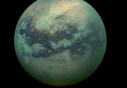 Descomposición en la superficie de Titán observada en cráteres