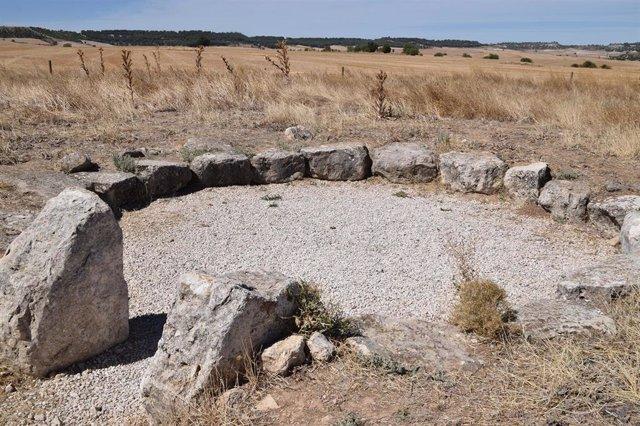 El dolmen de Los Zumacales continúa su periplo administrativo para obtener la declaración como BIC.