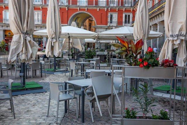 Terrazas en el entorno de la Plaza Mayor de Madrid, (España).