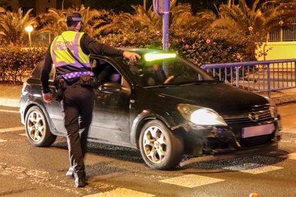 La Policía impone en Alicante 23 denuncias por saltarse el toque de queda y sanciona a dos establecimientos