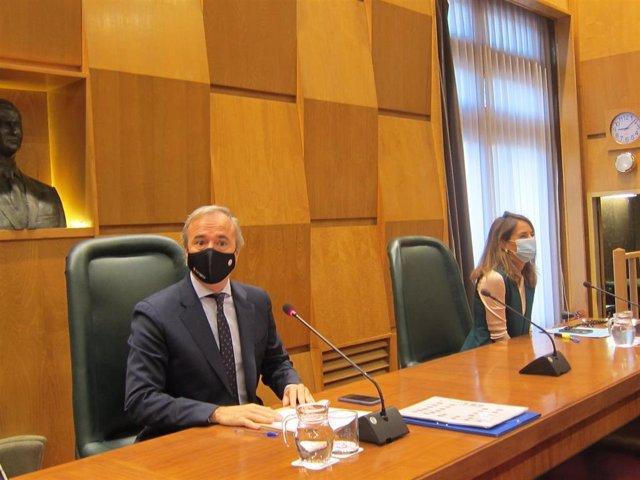Presidencia del Pleno del Ayuntamiento de Zaragoza, con el alcalde, Jorge Azcón, y la portavoz del PP, María Navarro