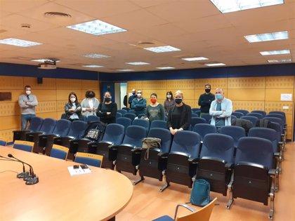 Sindicatos de Educación se encierran en la Consejería y piden la dimisión de Lombó