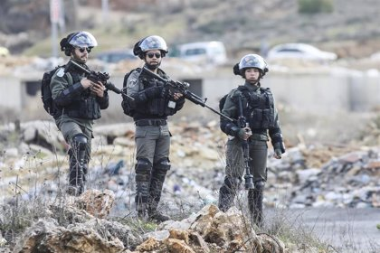 Heridos tres adolescentes palestinos tiroteados por el Ejército de Israel tras supuestamente lanzar un cóctel molotov