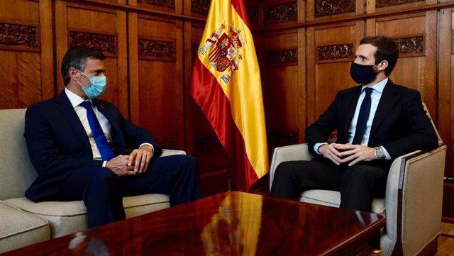El presidente del PP, Pablo Casado, se reúne con el opositor venezolano Leopoldo López en su despacho del Congreso de los Diputados