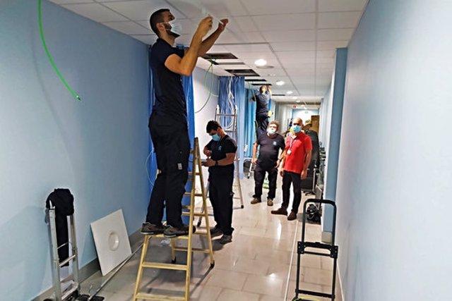 Les obres per habilitar un nou espai de preingrés de pacients amb covid a Figueres, aquest 30 d'octubre del 2020. (Horitzontal)