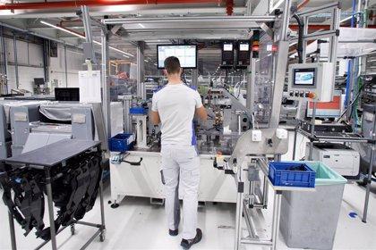 Volkswagen Navarra configura puestos específicos para 148 personas que no pueden trabajar en las líneas de producción
