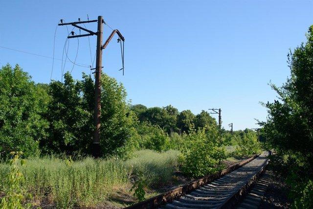 Una vía ferroviaria abandonada en la región de Donetsk, en el este de Ucrania