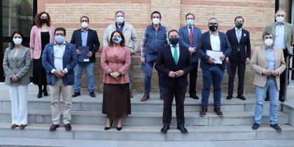 """La Junta, los arroceros y ayuntamientos sevillanos acuerdan un modelo """"sostenible"""" para la quema de rastrojos"""