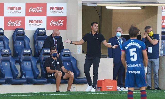 Michel dirigiendo al Huesca