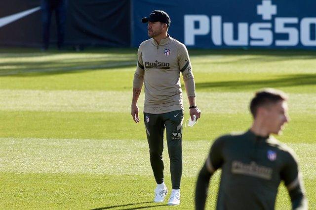 Simeone entrenando al Atlético