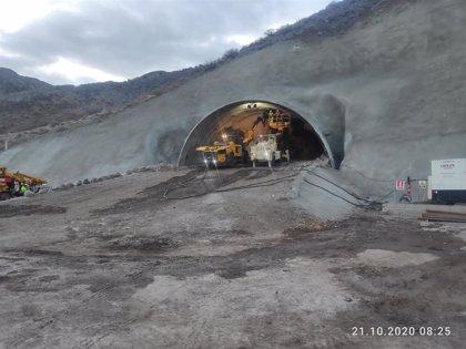 La perforación de túneles con explosivos en las obras de la carretera de La Aldea (Gran Canaria) comienzan en días
