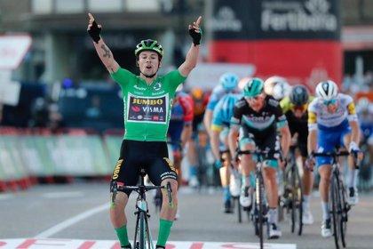 Roglic vuela en Suances, hace triplete y recupera el liderato en La Vuelta