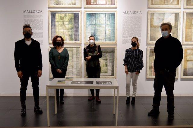 El pintor blanqueño, Pedro Cano, la concejal de Cultura, Sole Ríos, presentando la IX edición del ciclo literario 'Río de Letras'