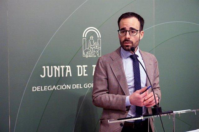 El delegado de Empleo, Formación, Trabajo Autónomo, Economía, Conocimiento y Universidad de la Junta en Córdoba, Ángel Herrador, en rueda de prensa