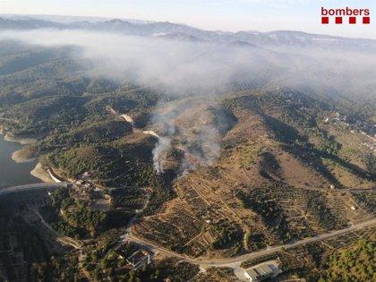 Los Bomberos levantan el confinamiento en Riudecanyes (Tarragona) al estabilizar el incendio