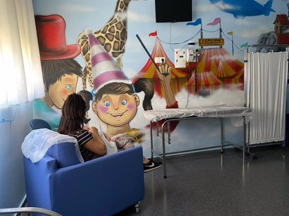 El Hospital de Guadix (Granada) recibe la donación de seis sillones-cama de la Fundación El Gancho Infantil