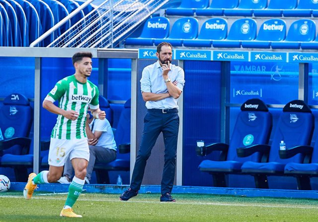 Pablo Machin coach of Deportivo Alaves during the spanish league, LaLiga, football match played between Deportivo Alaves and Real Betis Balompie at Mendizorrotza Stadium on September 13, 2020 in Vitoria, Spain.