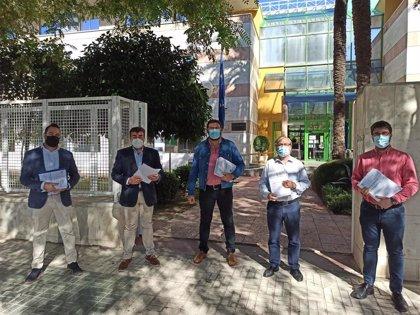 Alcaldes de la Zona de Salud de Guillena (Sevilla) entregan 8.000 firmas en demanda de mejoras en la atención primaria