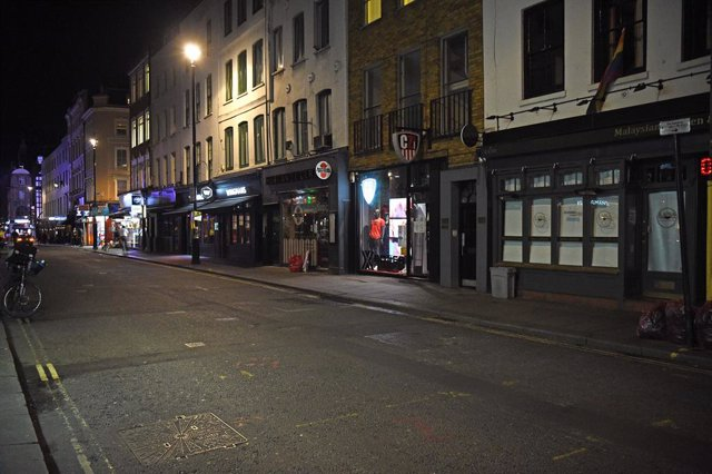 24 September 2020, England, London: A general view of the famous Soho street as it appears almost empty after the British government announced that starting from 24 September pubs, bars and restaurants must close by 10 pm as part of a plan to combat the r