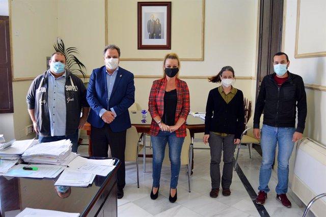 Miembros de la Comisión Extraordinaria de portavoces de los grupos políticos del Ayuntamiento de San Juan del Puerto (Huelva).