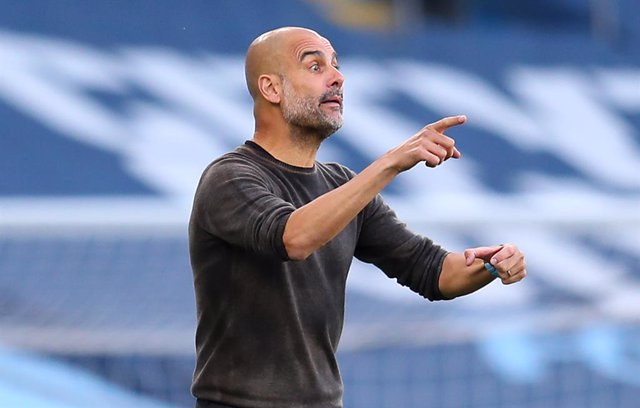 27 September 2020, England, Manchester: Manchester City manager Pep Guardiola gestures from the touchline during the English Premier League soccer match between Manchester City and Leicester City at the Etihad Stadium. Photo: Catherine Ivill/PA Wire/dpa
