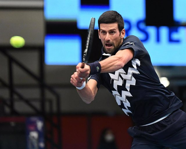 28 October 2020, Austria, Vienna: Serbian tennis player Novak Djokovic in action against Croatia's Borna Coric during their men's singles round of 16 match at the Erste Bank Open ATP tennis tournament. Photo: Helmut Fohringer/APA/dpa