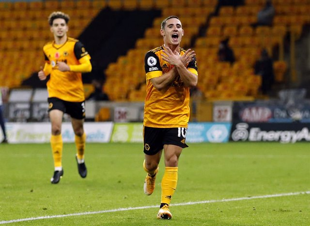 30 October 2020, England, Wolverhampton: Wolverhampton Wanderers' Daniel Podence celebrates scoring his side's second goal during the English Premier League soccer match between Wolverhampton Wanderers and Crystal Palace at Molineux. Photo: Andrew Boyers/
