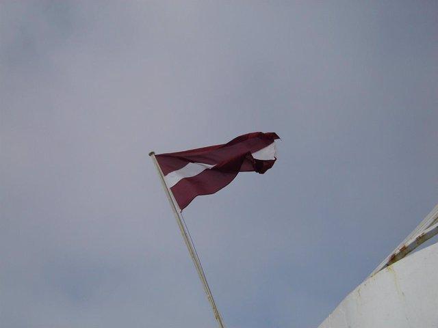 Bandera de Letonia.