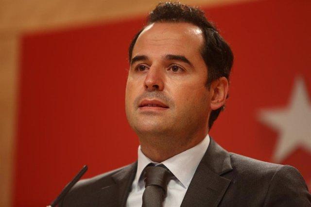 El vicepresidente, consejero de Deportes, Transparencia y portavoz de la Comunidad de Madrid, Ignacio Aguado, ofrece una rueda de prensa en la sede de la comunidad, en Madrid (España), a 28 de octubre de 2020. Durante su comparecencia, Aguado ha informado