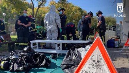 Bomberos del Ayuntamiento retiran un escape químico en el polideportivo Gallur de Latina