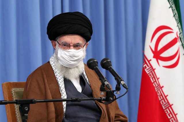 HANDOUT - 24 October 2020, Iran, Tehran: Supreme Leader of Iran Ali Khamenei attends a meeting of the National Task Force for Fighting Coronavirus, at Jamaran Hosseinia. Photo: -/Iranian Presidency/dpa - ATTENTION: editorial use only and only if the credi