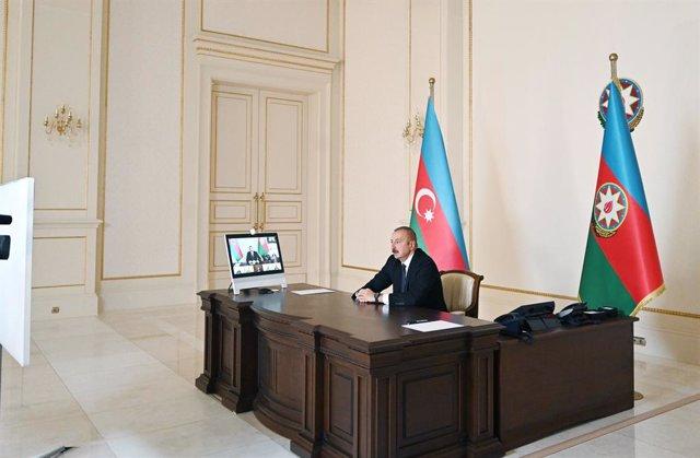 El presidente de Azerbaiyán, Ilham Aliyev, en un discurso desde el despacho presidencial