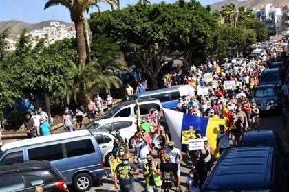 Cientos de personas se manifiestan en Arguineguín (Gran Canaria) por la gestión de la crisis migratoria