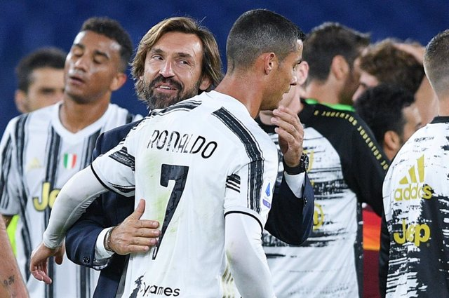 Andrea Pirlo coach of Juventus hugs Cristiano Ronaldo of Juventus FC at the end of the Italian championship Serie A football match between AS Roma and Juventus FC on September 27, 2020 at Stadio Olimpico in Rome, Italy - Photo Giuseppe Maffia / Sportphoto