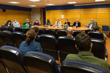 Los sindicatos docentes plantan a la consejera en la negociación del calendario escolar