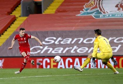 El Liverpool remonta hacia el liderato y el City gana por la mínima