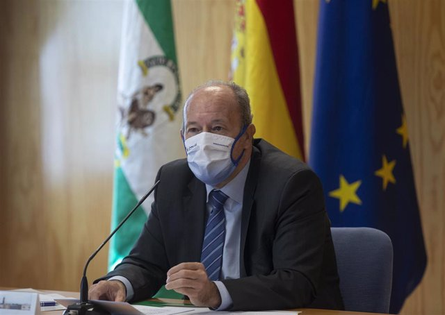 El ministro de Justicia, Juan Carlos Campo, tras la conferencia en la Universidad Pablo de Olavide de Sevilla (Andalucía, España).