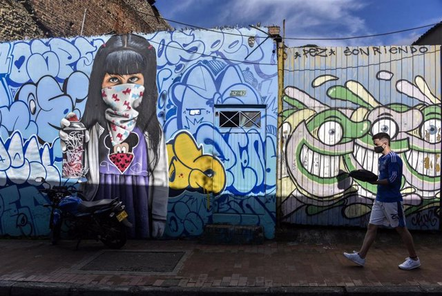 Mural en Bogotá sobre la pandemia de coronavirus