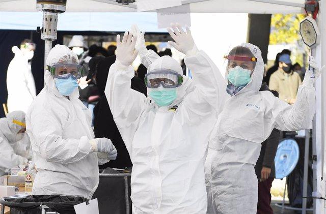 31 October 2020, Slovakia, Kosice: Employees work at a coronavirus (COVID-19) test station during the nationwide testing campaign. Photo: Franti?ek Iván/TASR/dpa